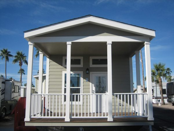 View 653-1270-133 2019 El Paso 15′ Wide w/ Front Porch. 3 Years FREE Rent