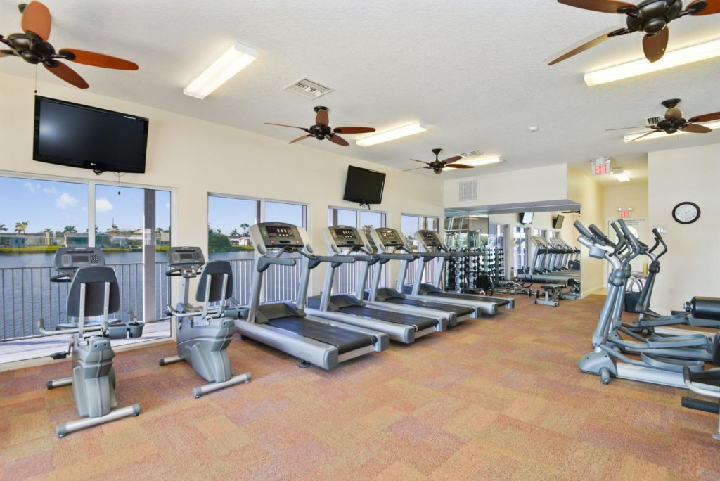 The state of the art fitness room that overlooks the lake. Comes with treadmills, stationary bikes, and elliptical machines.
