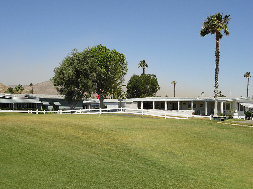 Manufactured Homes within the community have the luxury of direct access onto the golf course. Residents can step out their doors and enjoy a round of golf with friends and family.