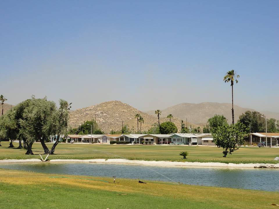 Open and spacious executive golf course with ponds throughout. Provides residents with a view of the mountains and a space for them to enjoy a round of golf.
