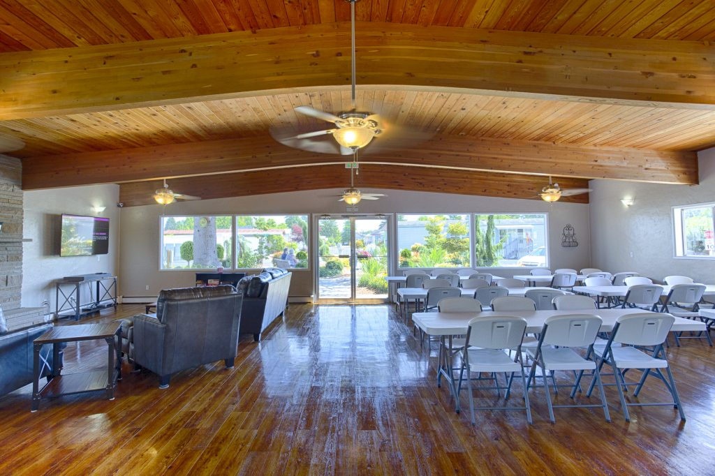 Beautiful, large, open space within the community center. Includes flat-screen TV, high vaulted ceilings, and ample seating for social gatherings. Large windows throughout provide natural light and beautiful views of the outdoors.